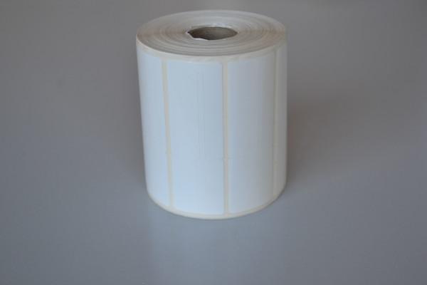 Rolo com 35m contém 1.061 etiquetas. É importante usar o ribbom 100% resina, pois esta etiqueta é brilhante (BOPP brilhante) e o ribbom comun, de cera, não cola bem, fazendo a impressão ficar sem boa nitidez.