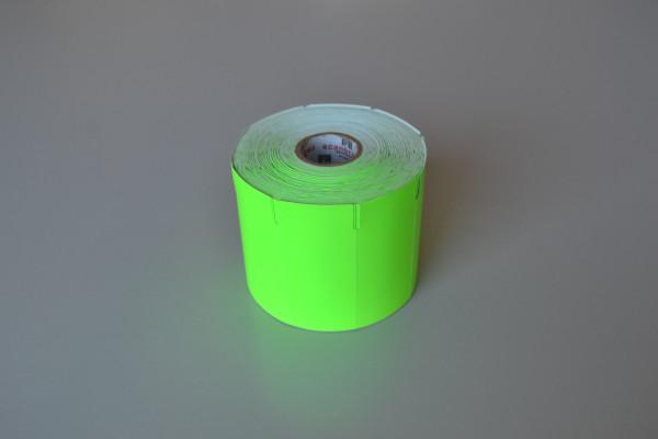 Etiqueta sem adesivo em papel  CARTÃO 170grs   chapado/pintado VERDE FLUORESCENTE CITRICO, com  gap lateral a esquerda, sem impressão e cantos  arredondados.   Medida 70 mm X 033 mm, 01 coluna, rolos de  35 mts  com 1.061  etiquetas.