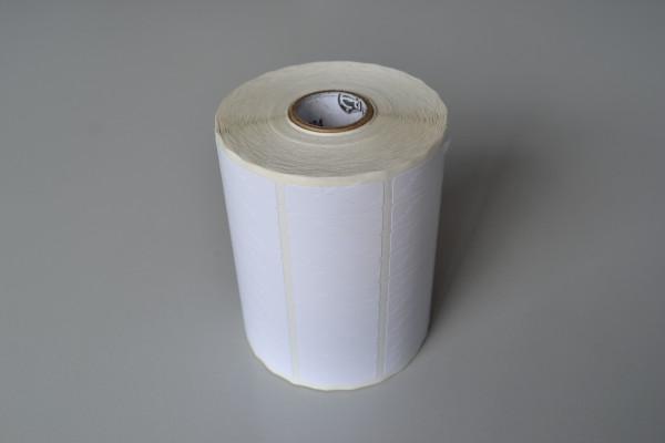 Etiqueta adesiva com picote, rolo de 35m, com 8.913 etiquetas por rolo. Usada para colocar em lâmpada com data da venda, para garantia. Depois de colada na lâmpada, se for removida, ela rasga, pois é picotada. A intenção é o cliente não conseguir remover, para a loja ter a certeza de que o produto está no prazo de garantia, para caso de troca. O Lundi Gestão imprime a data e o nome da loja na etiqueta.